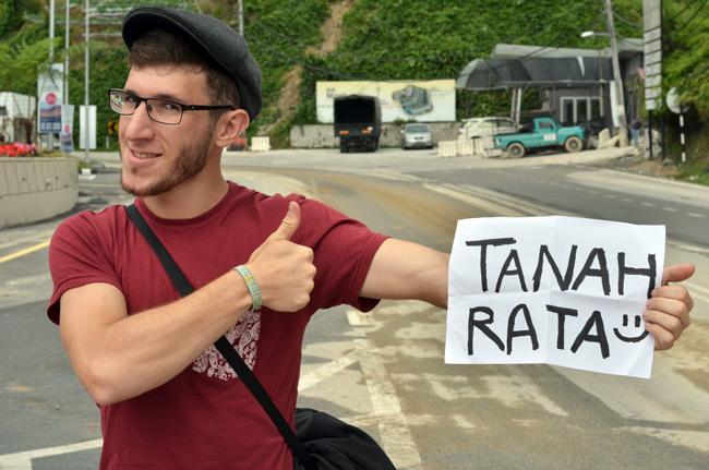 Haciendo autostop en Cameron Highlands, rumbo a Tanah Rata (Malasia)