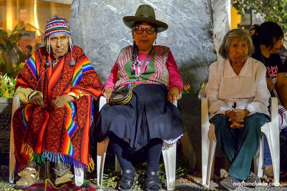 Lima,-hoguera-Quechua,-ancianos-(I)