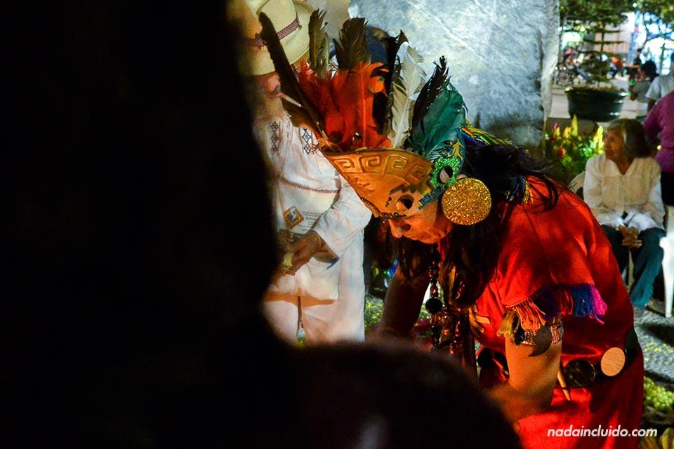 Centro,-hoguera-Quechua,-indio-(I)