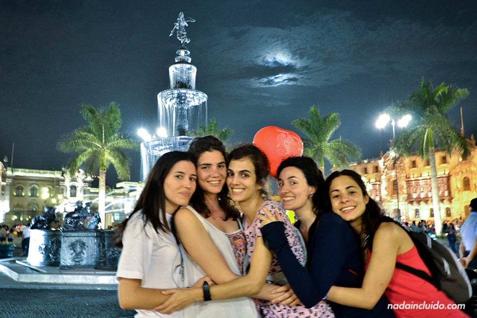 Lima,-plaza-de-las-Armas,-noche-(M,L,L,A,M)