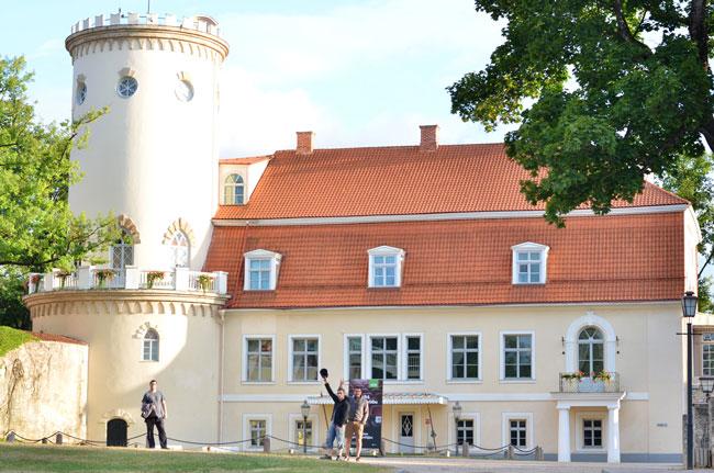 Entrada al castillo de Cesis (Letonia)