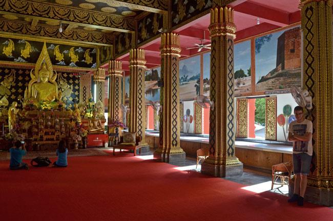 En un templo budista en el centro de Chiang Mai (Tailandia)
