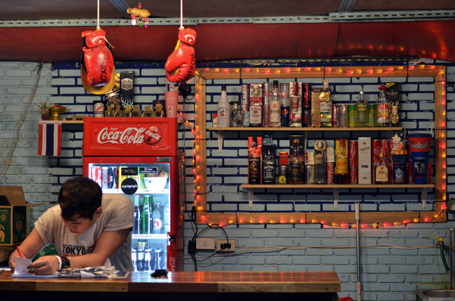 Bar en el Thapae Boxing Stadium (Chiang Mai, Tailandia)