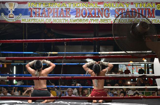 Combate de exhibición en el Thapae Boxing Stadium (Chiang Mai,Tailandia)