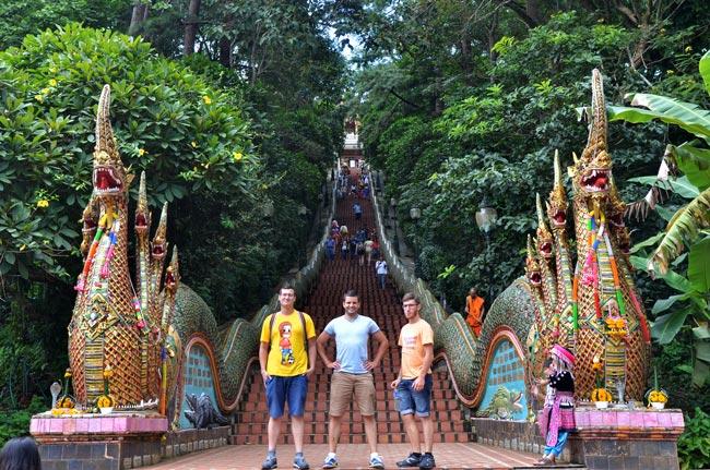 escaleras Wat Phrathat Doi Suthep (Chiang Mai, Tailandia)