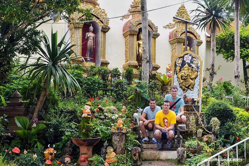 En los jardines del Wat Phrathat Doi Suthep
