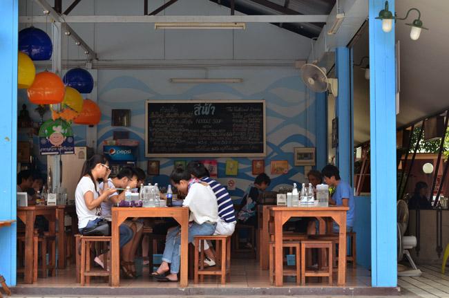 Terraza de un restaurante de Chiang Mai (Tailandia)