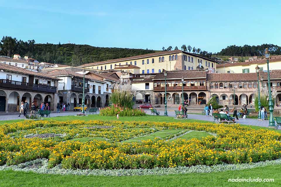 Cuzco,-Plaza-de-Armas, flores-(I)