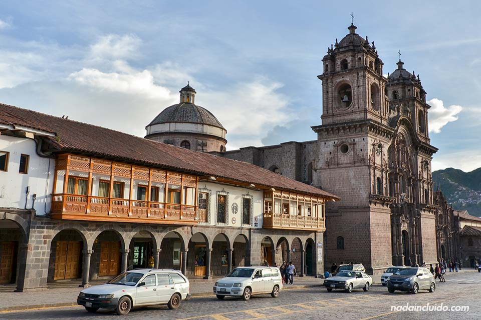 Cuzco,-Plaza-de-Armas,-iglesia-2-(I)