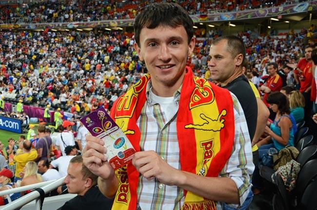 Invitamos a nuestro Couchsurfer Pavel al partido España-Portugal de semifinales de la Euro2012, en el Donbass Arena, estadio de fútbol de Donetsk (Ucrania)