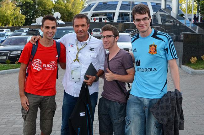 Con Manu Carreño a las puertas del Donbass Arena de Donetsk, durante la Eurocopa 2012 (Ucrania)