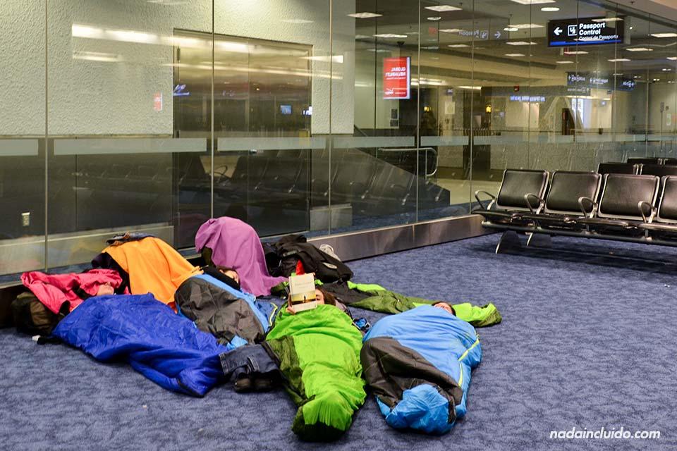 Tras un problema con la escala nos toca dormir en el aeropuerto de Miami (Estados Unidos)