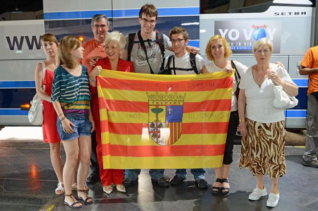A nuestro regreso a España, la familia salió a recibirnos como héroes