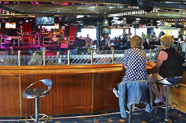 Bar en el ferry que lleva de Turku (Finlandia) a Estocolmo (Suecia)