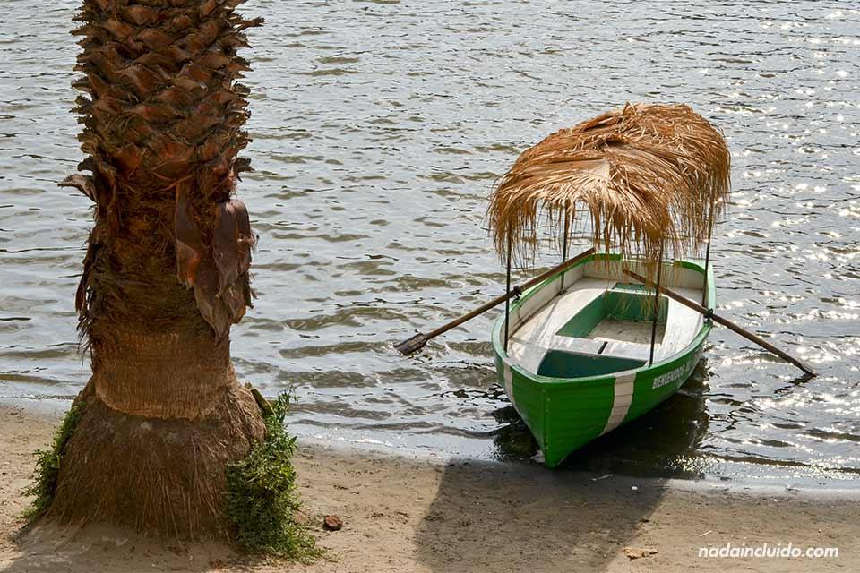 Huacachina,-lago,-barca