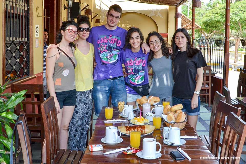 Huacachina,-hostal,-desayuno-(todos)