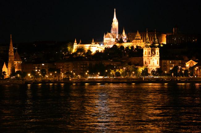 Hungría,-Budapest-(noche)