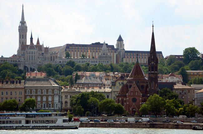 Orilla del danubio a su paso por Budapest (Hungría)