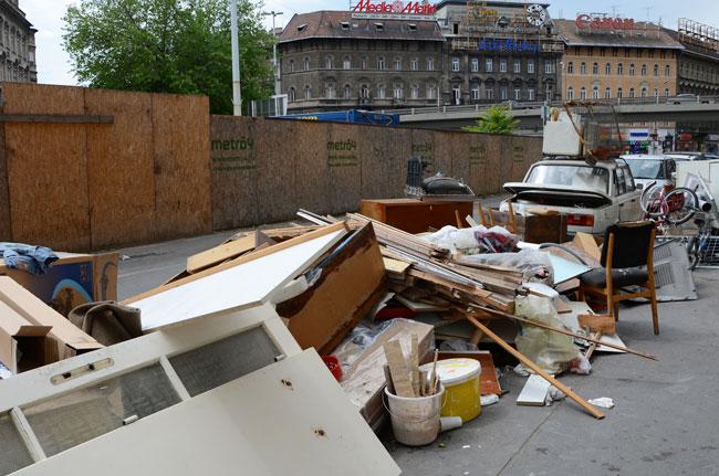 Basura en las calles de Budapest (Hungría)
