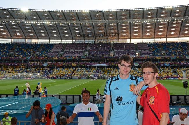 Aficionados españoles en estadio olímpico de Kiev el día de la final del Eurocopa 2012 (Ucrania)