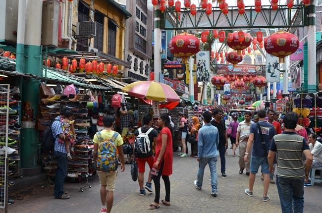 Paseando por Jalan Petaling, en Kuala Lumpur, la capital de Malasia
