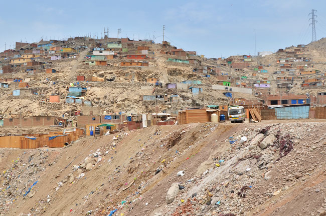 Lima,-Huachipa,-fosa-basura,-pueblo-(I)