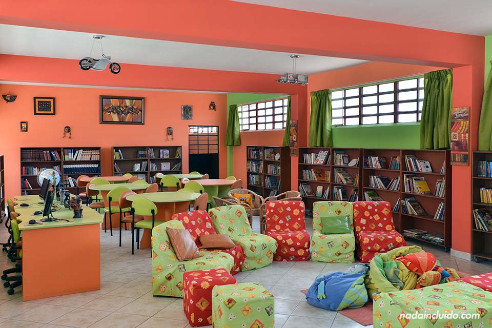 Lima, Jicamarca, colegio, biblioteca