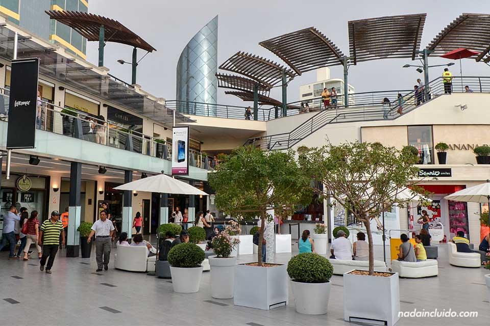 Lima,-Miraflores,-centro-comercial-costa-(II)