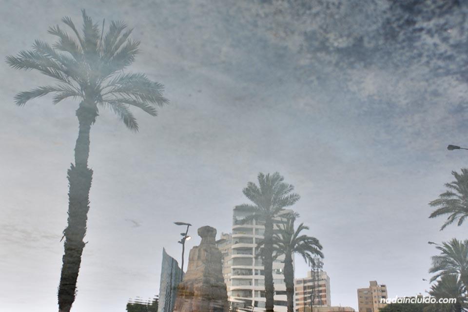 Lima,-Miraflores,-fuente,-reflejo-(I)