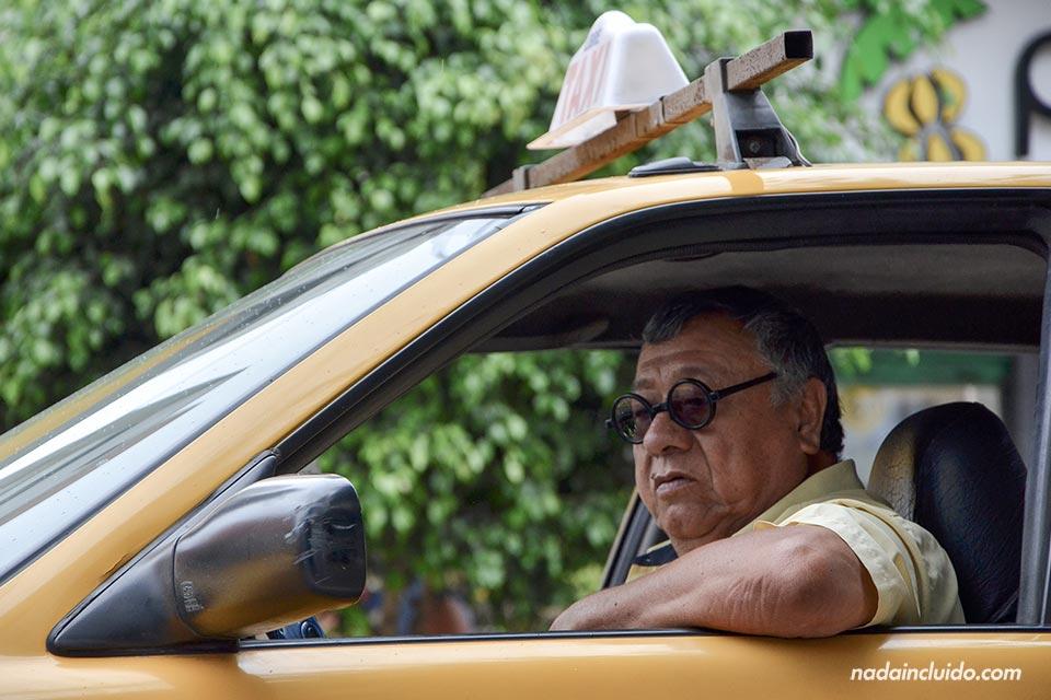 Lima,-Miraflores,-taxi-driver-(I)