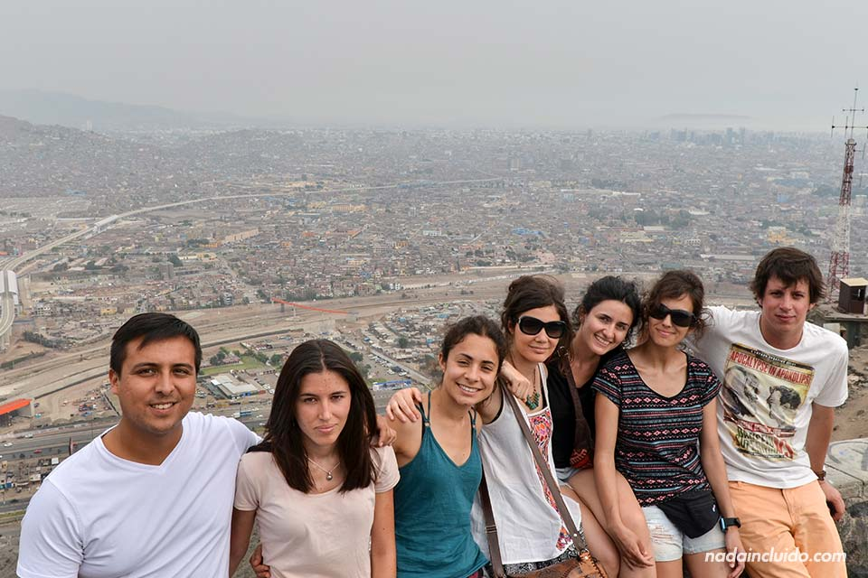 Lima,-cerro-(chicas-con-Carlos-y-Pepe)