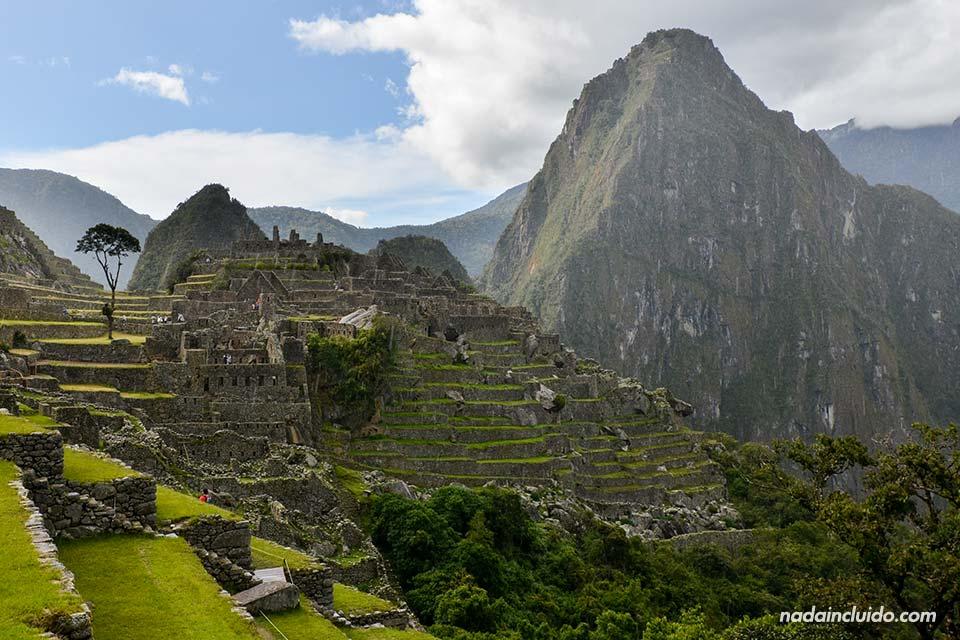 Vista del Machu Picchu desde la entrad al recinto (Perú)