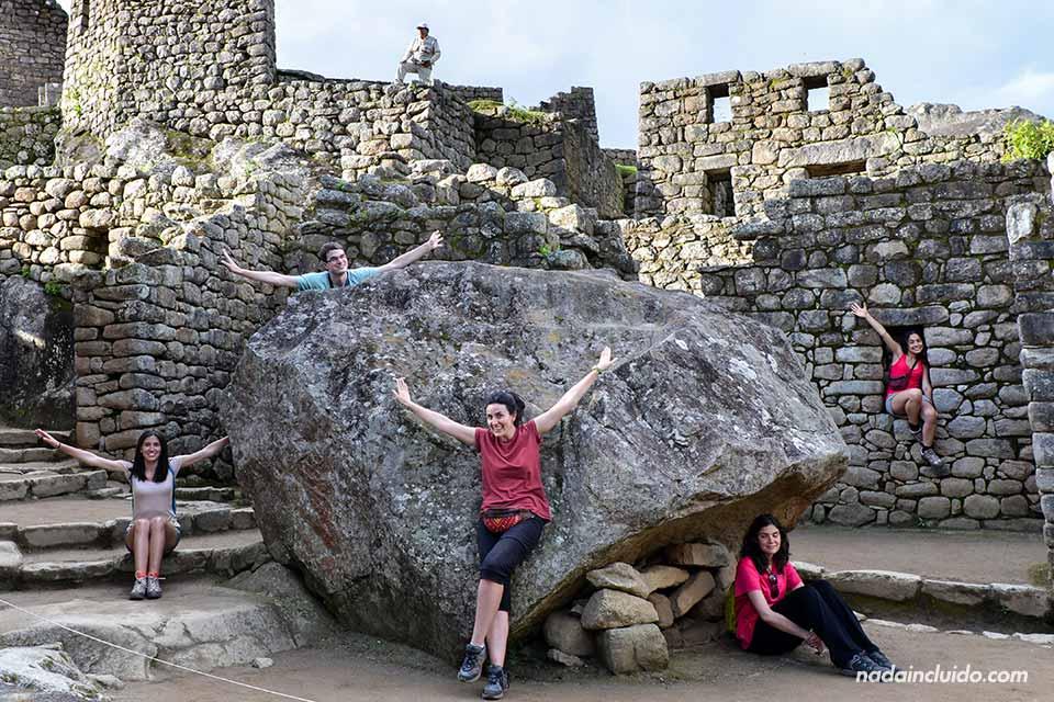 Machu-Picchu,-gran-roca-(M,O,A,L,M)