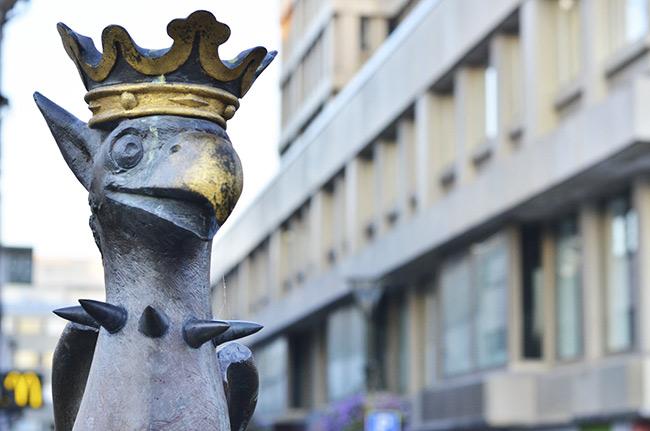 Estatua de un Grifo en la plaza Gustav Adolfs torg, Malmö (Suecia)