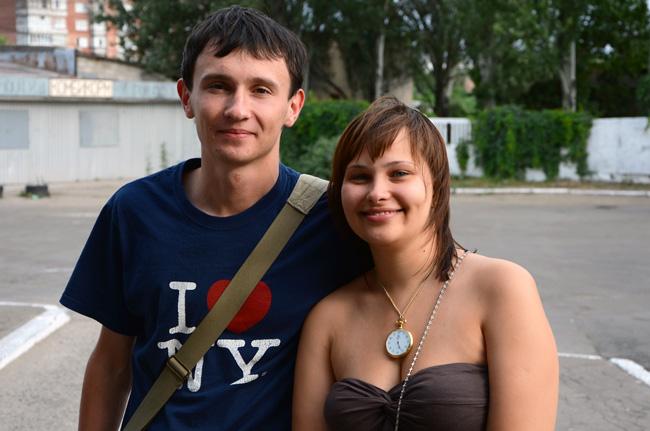 Pavel y Sveta se despiden de nosotros antes de partir de Mariupol a Kiev (Ucrania)