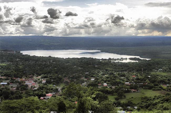 Vistas de la laguna desde el volcán Masaya (Nicaragua)