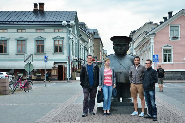 Estatua en el centro urbano de Oulu (Finlandia)