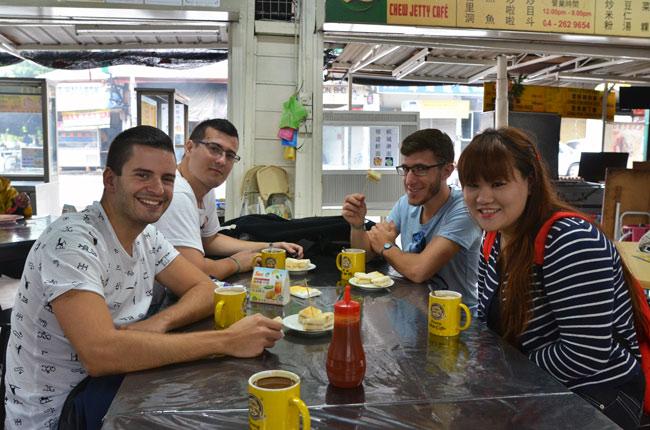 Desayunando con Irene en el Penang Coffe Tree (Malasia)