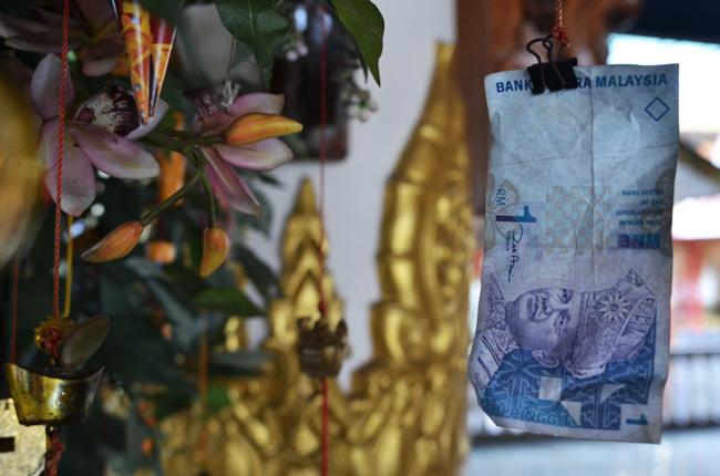Árbol del dinero en el Dharmikarama Burmese Temple (Penang, Malasia)
