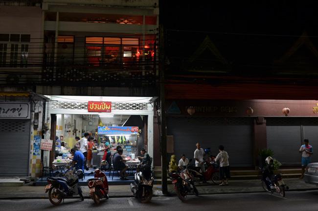 Restaurante en Phuket Town (Tailandia), de noche