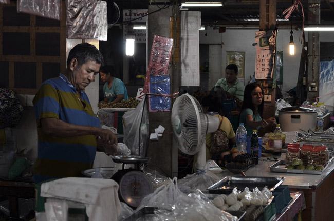 Mercado por la noche en Phuket Town (Tailandia)