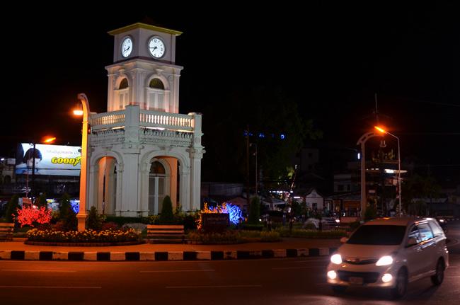 Monumento en rotonda de Phuket Town (Tailandia)