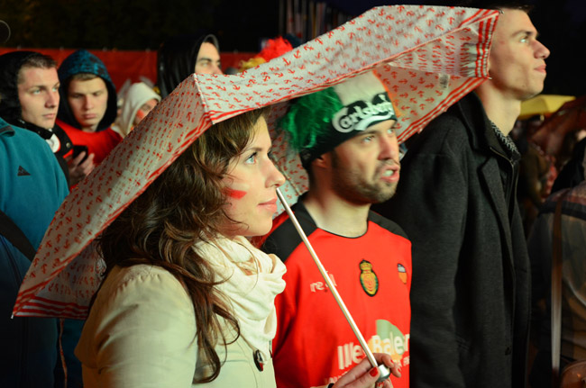 Aficionada en la Fan Zone de Gdansk (Polonia), durante la Eurocopa 2012