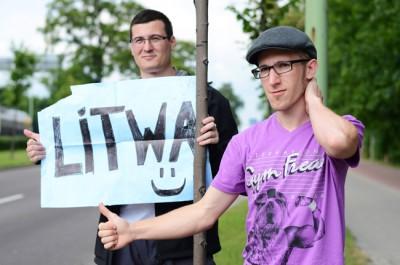 Autostopistas en la frontera Polonia - Lituania