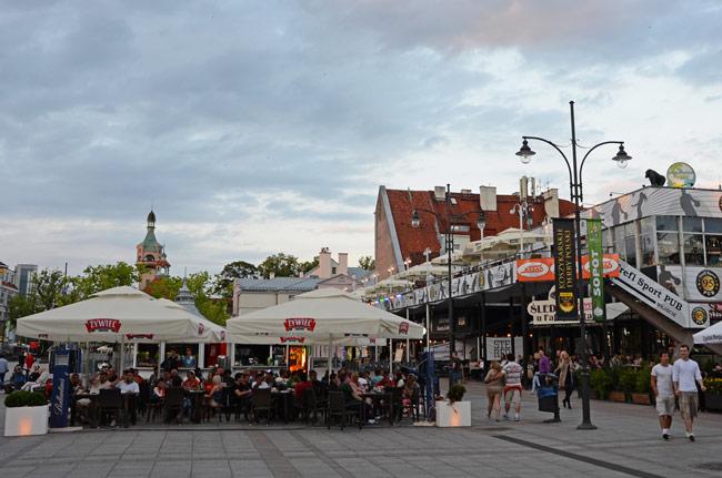 Terrazas en la  Plaza Zdrojowy, Sopot (Polonia)