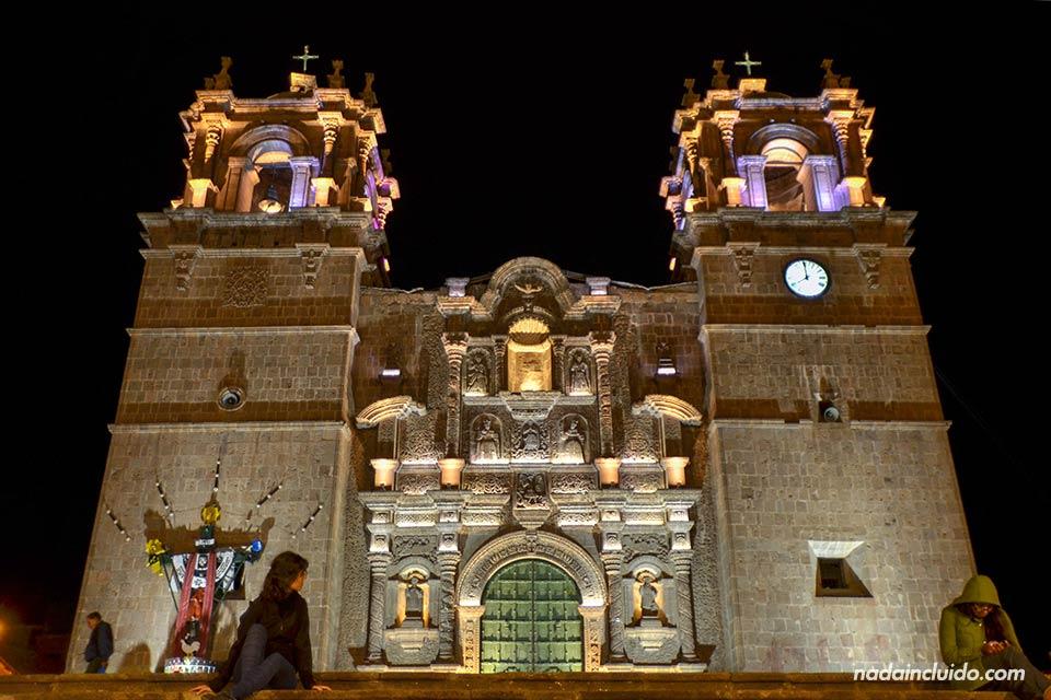 Puno,-Plaza-de-las-Armas,-noche-(L)
