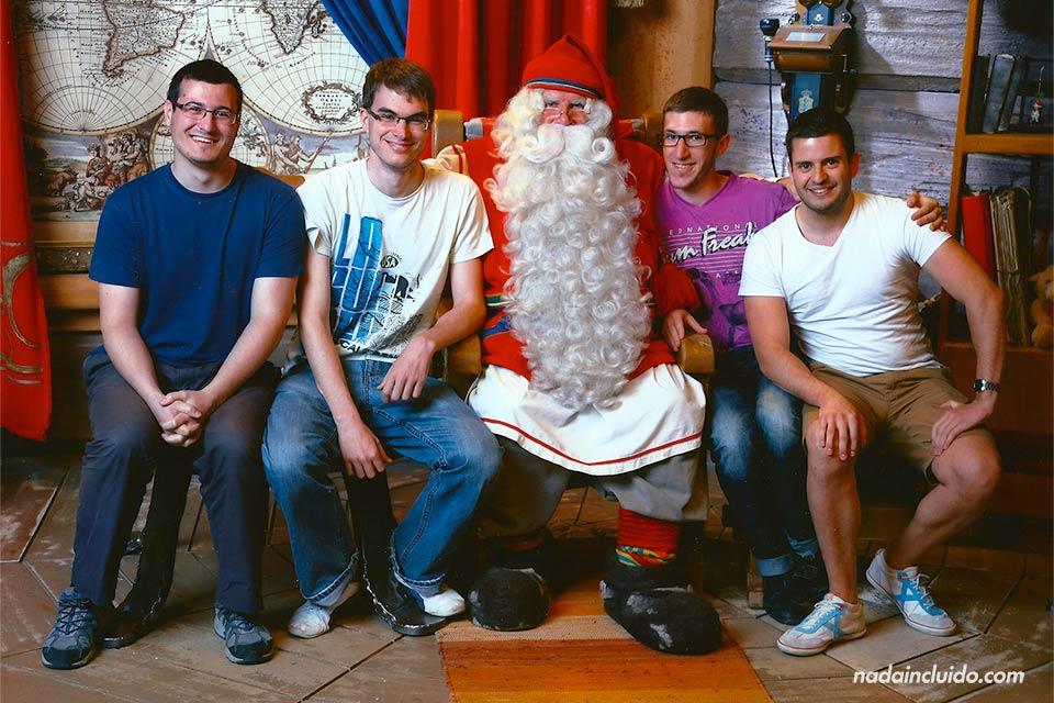 En Santa's Park de Rovaniemi (Finlandia) es un parque temático en honor a Papá Noel donde te puedes hacer una foto con el verdadero falso Santa Claus