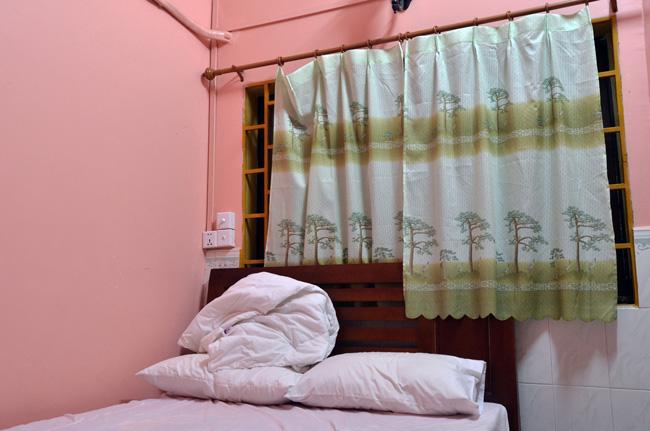 Habitación de un hostal cutre en Siam Reap (Camboya)