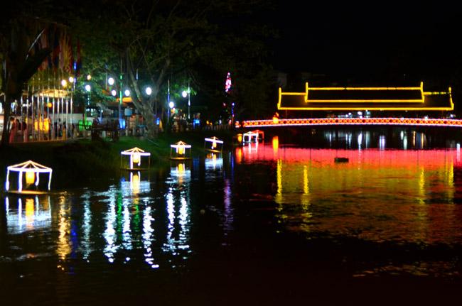 Puente junto al Night Market de Siem Reap (Tailandia)