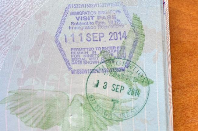 Sello en el pasaporte al cruzar la frontera entre Malasia y Singapur